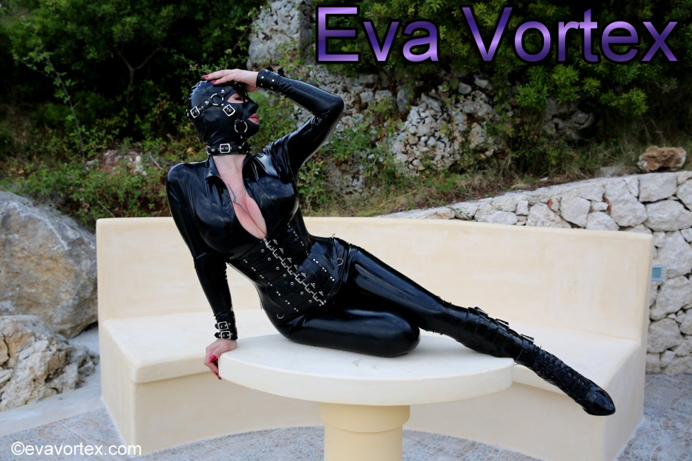 Eva Vortex - the Official Website of gorgeous femme fatale fetish icon Eva Vortex